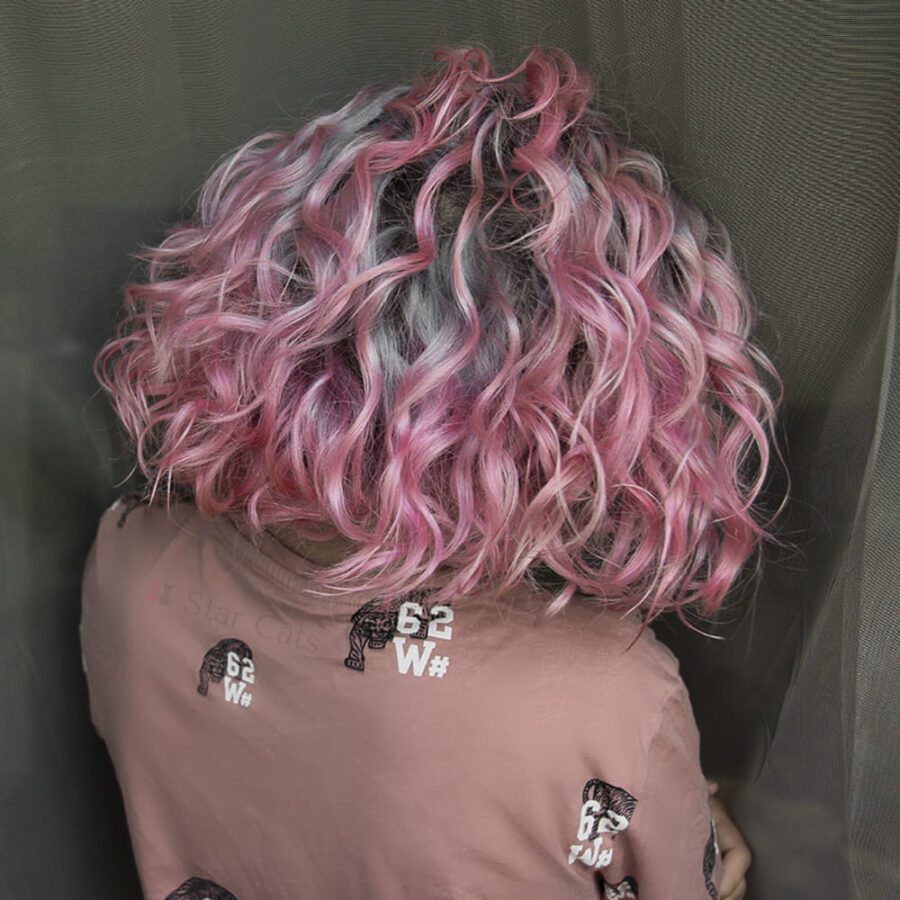 manic panic cotton candy pink на волосах