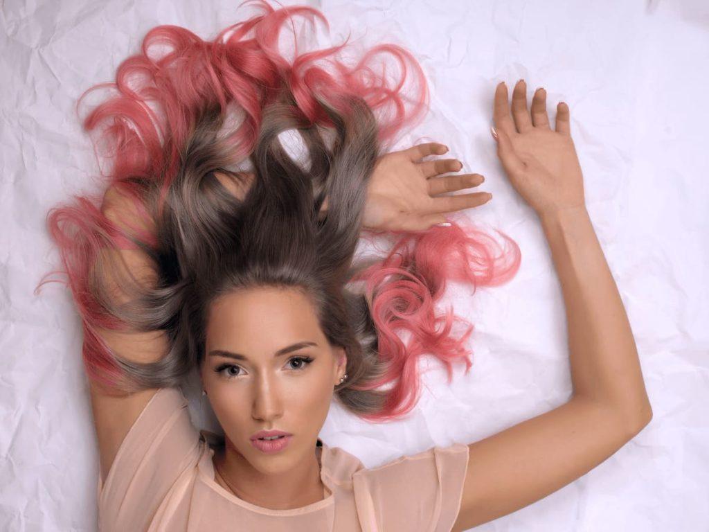 Омбре из розовых красок для волос